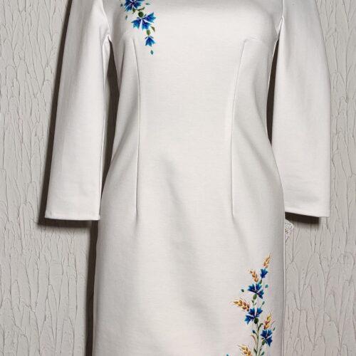 rahvusliku ornamentikaga trikotaažist kleit